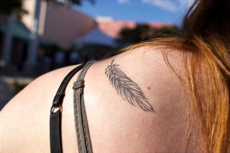 feather tattoo shoulder blade 20 killer shoulder blade tattoos creativefan
