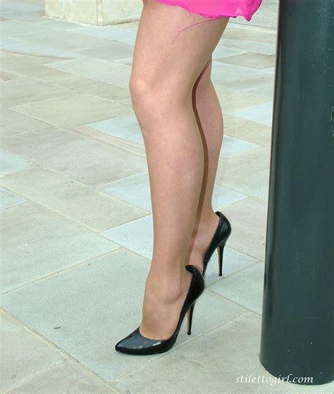high heels show this hottie to show darksome high heels