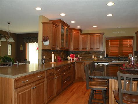 who makes kraftmaid cabinets kraftmaid hickory kitchen cabinets