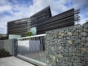 modern fence fabulously modern glendowie house by bossley architects wave avenue