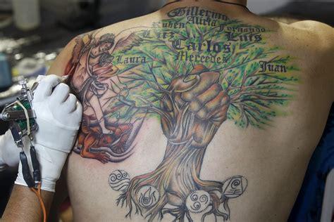 tato di punggung cali tattoo festival in colombia