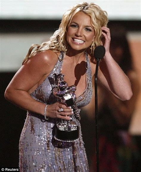 Spearss Comeback How About A Haircut by She S Back Triumphant Scoops Three Mtv