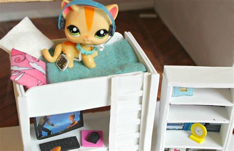 lps beds lps diy how to make an lps bunkbed with desk littlest pet
