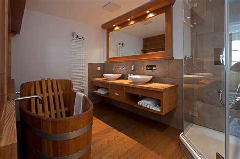 Badezimmer Rustikal by Badezimmer Im Chalet Stil Rustikal Badezimmer