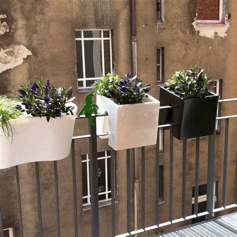 geländer draußen idee balkon blumenkasten