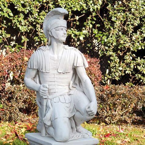 sculture da giardino centurione romano statue da giardino figure storiche