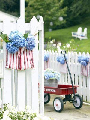 patriotic decorating ideas display your stars and stripes de 46 b 228 sta fourth of july flowers bilderna p 229 pinterest