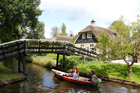 Narrow Lot Houses Giethoorn The Venice Of The Netherlands Apparently