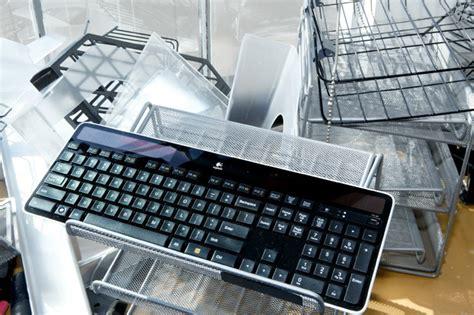 Berapa Keyboard Logitech keyboard ramah lingkungan tenaga matahari green travelers