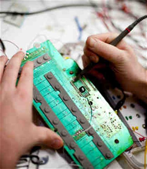 Computer Hardware Engineer Education by Computer Engineering Degree Programs