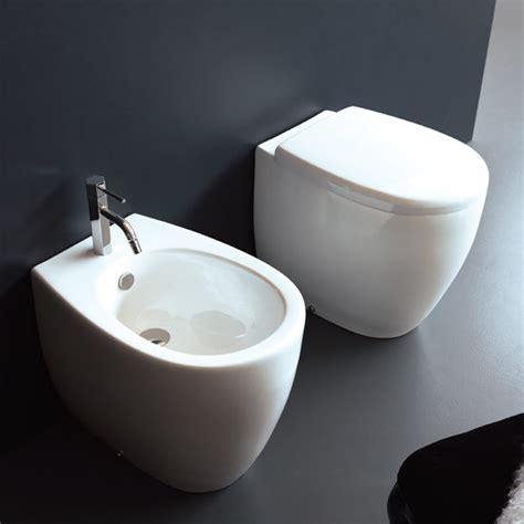 ingombro sanitari bagno sanitari bagno a terra pavimento wc e bidet in coppia