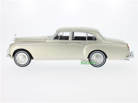 new model car rolls royce silver cloud iii flying