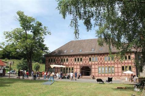 Anbauten An Alte Häuser by Ehemalige Schule Park Teich Und Turnhalle Im S 252 Dharz