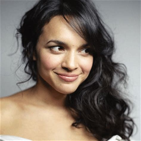 norah jones gif chasing pirates pop on and on