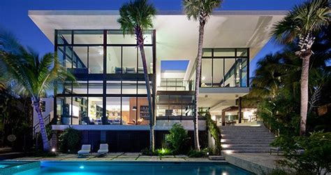balinese coastal mansion resurrection in florida by k2 casa de lujo en miami