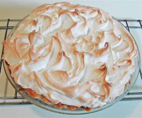 the iowa housewife make it yourself tips for meringue pie topping