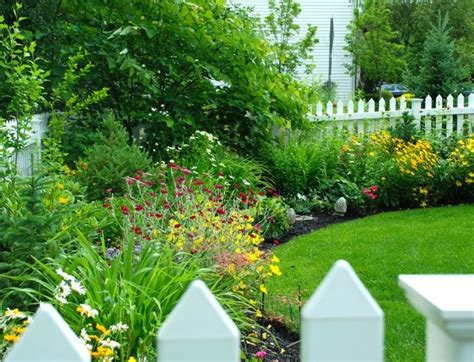 flower bed fence picket fence and flower bed outside pinterest