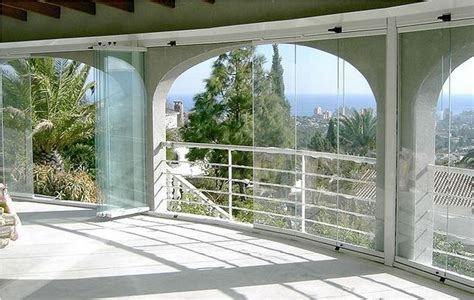 chiusure in vetro per terrazzi pareti in vetro per esterni tipologie di pareti vetro
