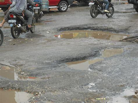 jalan rusak siap menyambut warga yang mudik ke bogor