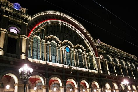 b b porta nuova torino torino illuminate a colori le notti della stazione porta