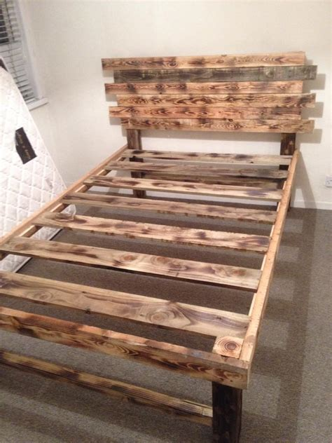 Pallet Diy by Diy Pallet Bed With Headboard 99 Pallets