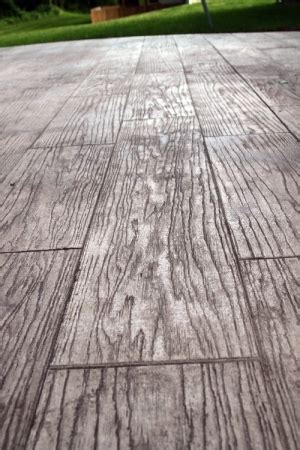 another exle of wood grain sted concrete floor