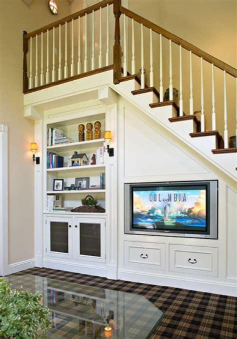Rak Tv Pembatas Ruangan 4 ide desain interior ruang tamu minimalis bawah tangga