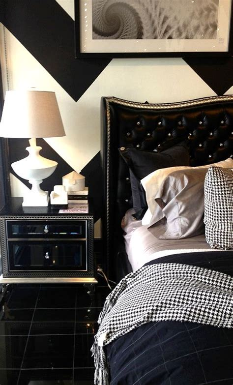 Black And White Chevron Bedroom by Furniture Black White Bedrooms And Houndstooth On