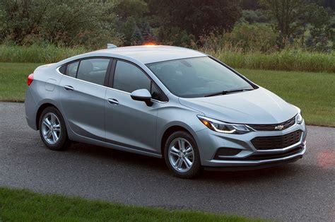 Chevy Cruze Per Gallon by 2018 Chevrolet Cruze Reviews And Rating Motor Trend