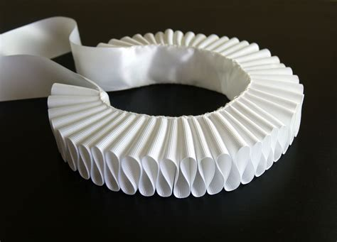 How To Make A Ruff Out Of Paper - white elizabethan ruff steunk ruffled collar
