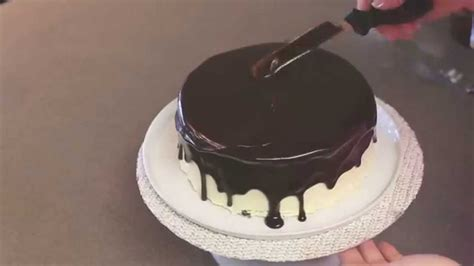 how to decorate cake with chocolate drizzle ganache
