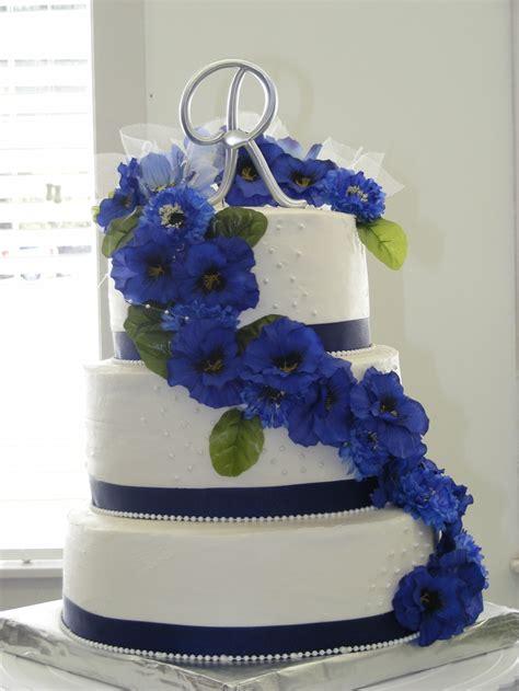 white wedding cake  blue flowers  fountain gateau pinterest white wedding cakes
