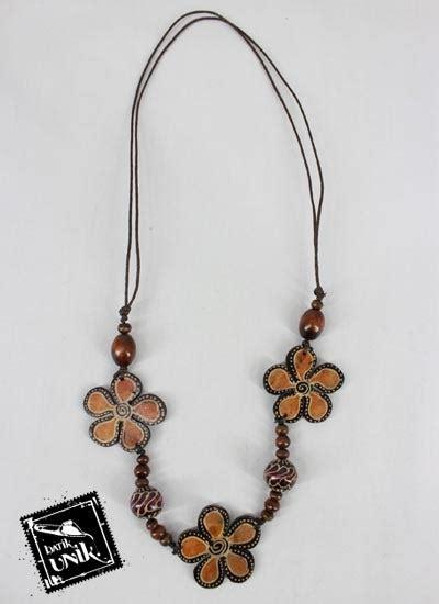 kalung kayu tali tarik motif bung bunga unik kalung