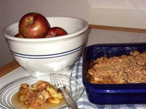 apple crumble best recipes best apple crumble recipe all recipes uk