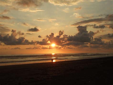 turisti per caso costa rica tramonto spettacolare a dominical viaggi vacanze e