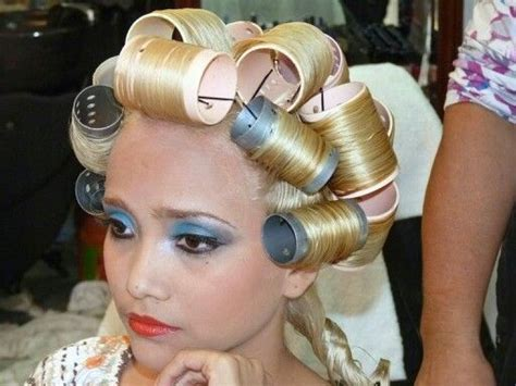 bouffant hair punishment 131 best blonde bouffant images on pinterest hair dos