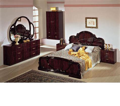 traditional italian bedroom furniture dreamfurniture com serena mahogany traditional italian bed