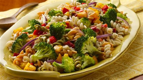 pasta salad vegetarian fresh vegetable pasta salad recipe bettycrocker com