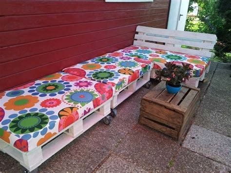 25 best ideas about pallet seating on outdoor pallet seating pallet chairs and 25 awesome outside seating ideas you can make with recycled items architecture design