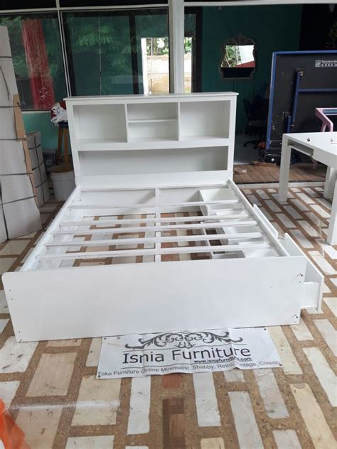 Tempat Tidur Minimalis Warna Putih tempat tidur laci warna putih