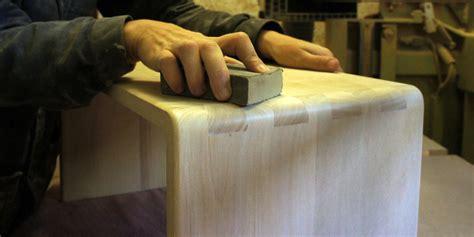 fabrication d un bureau en bois petits meubles design en bois massif les p 233 pites de zinezo 233