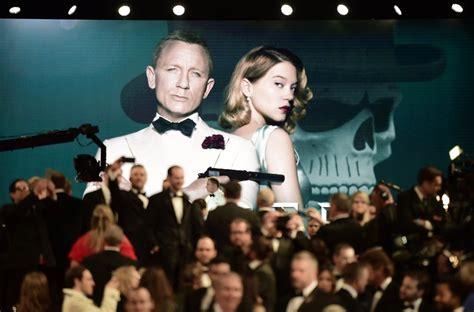 Fm 43 Classic spectre royal premiere spectre premiere pictures from the new bond classic fm