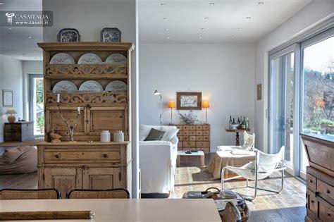 ville interni moderni lussuosa villa in vendita sul lago trasimeno umbria
