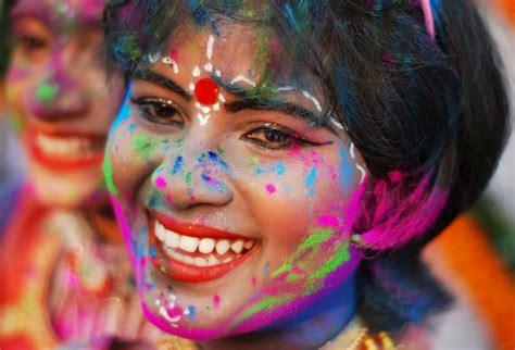 holi wallpaper girl and boy happy holi 2016 indian girls playing holi colors hd