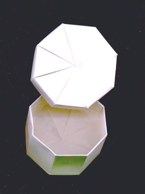 Twist Box Origami - twistfold box
