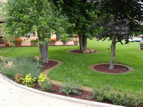 delimitare aiuole giardino progettare aiuole cerca con flower beds