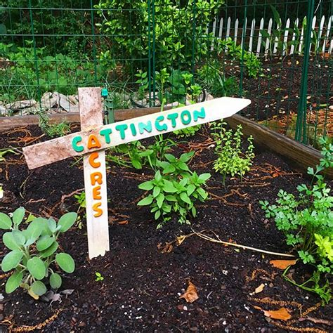 christmas staked fences diy garden sign from fence stakes