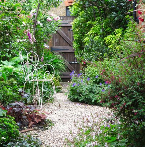Small Narrow Garden Ideas 8 Effective Tips For Narrow Town Garden Success Planting And Gardens