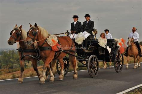 matrimonio in carrozza podere folli noleggio carrozze con cavalli per matrimoni