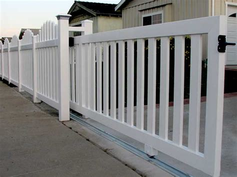 12 Foot Vinyl Gate by Sliding Gate Ftempo